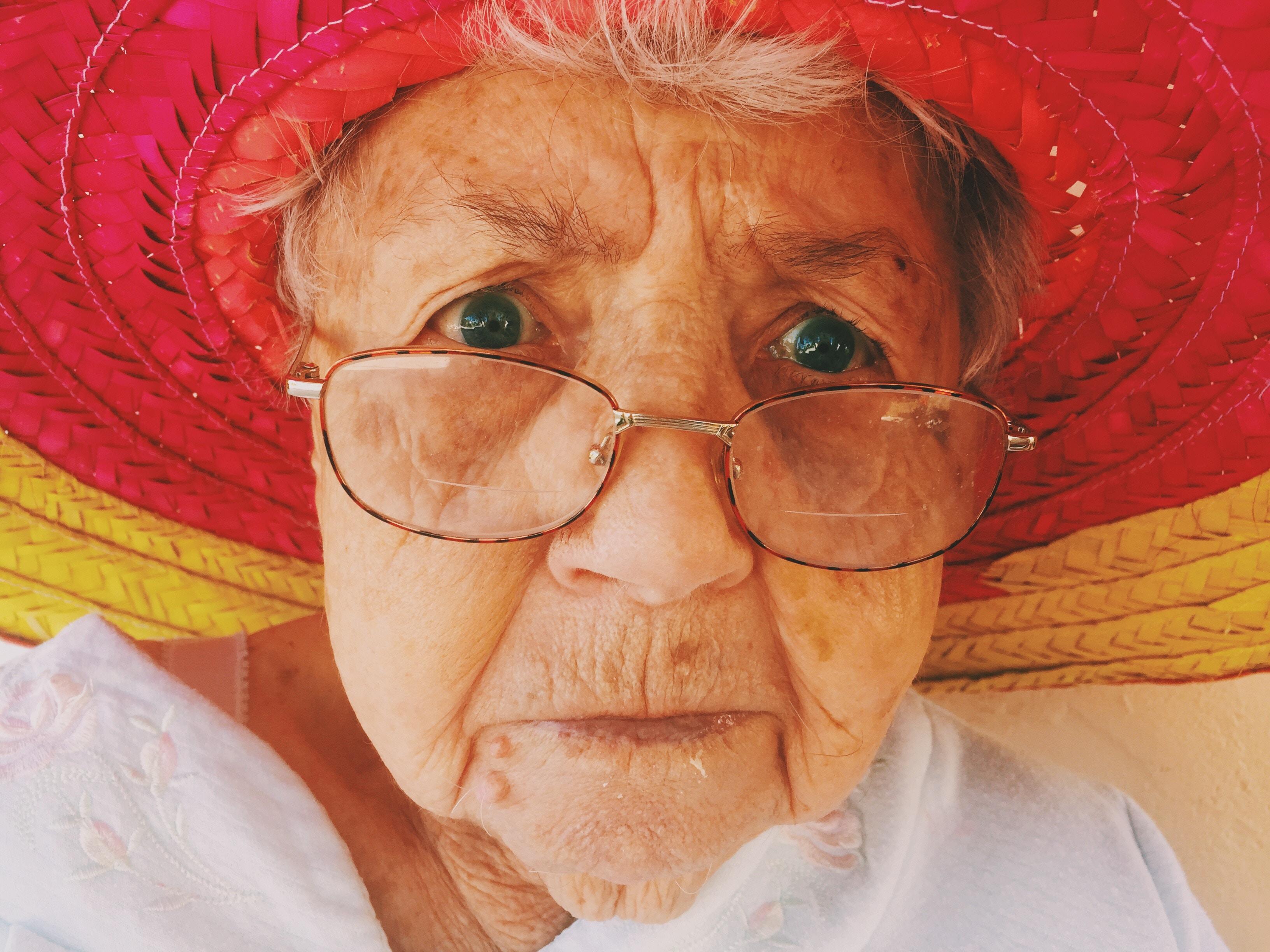 レーシック手術で老眼も治る?気になる値段・費用と手術方法まとめ