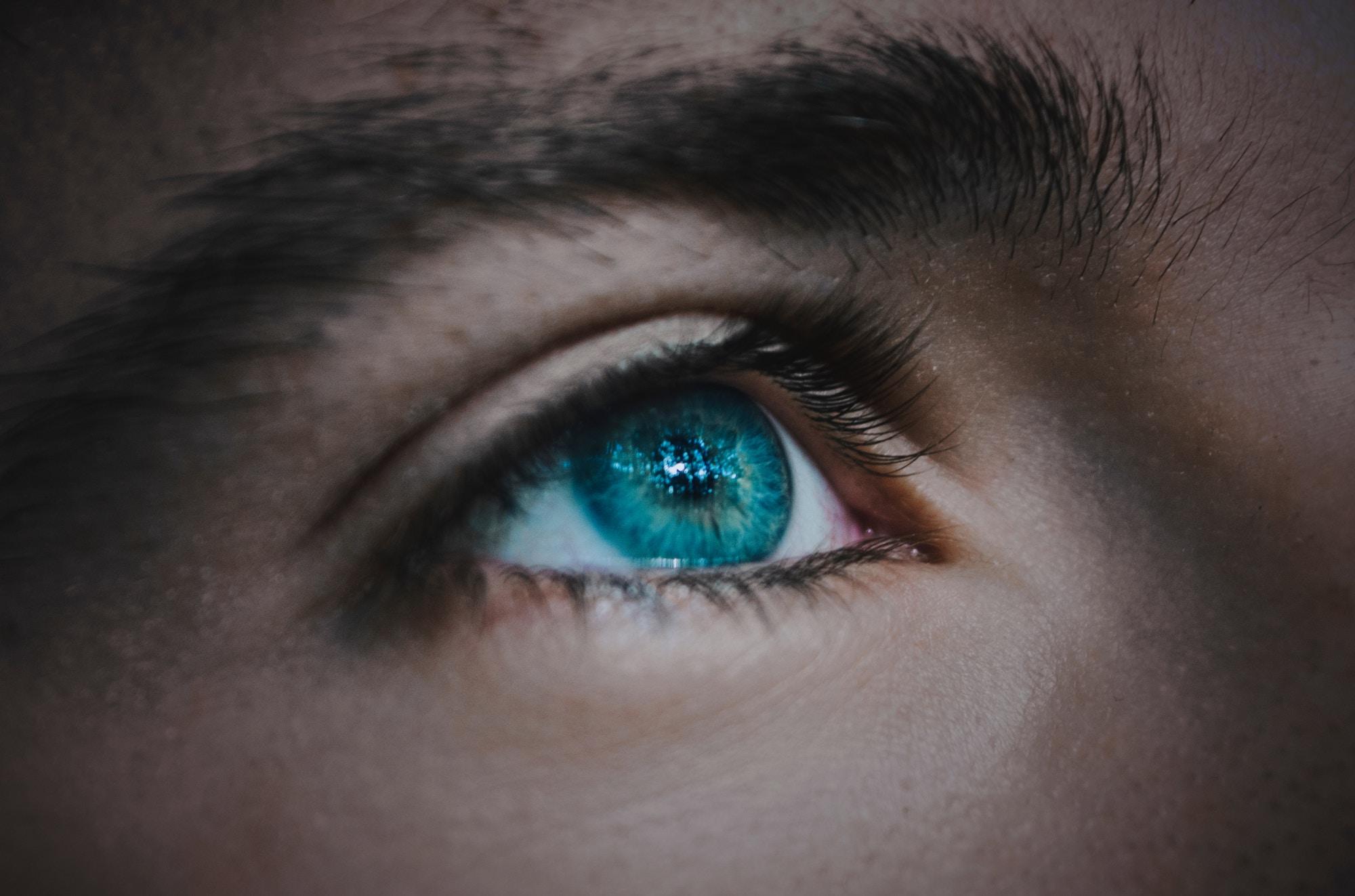 手術なしで視力回復?次世代コンタクトレンズ「オルソケラトロジー」とは