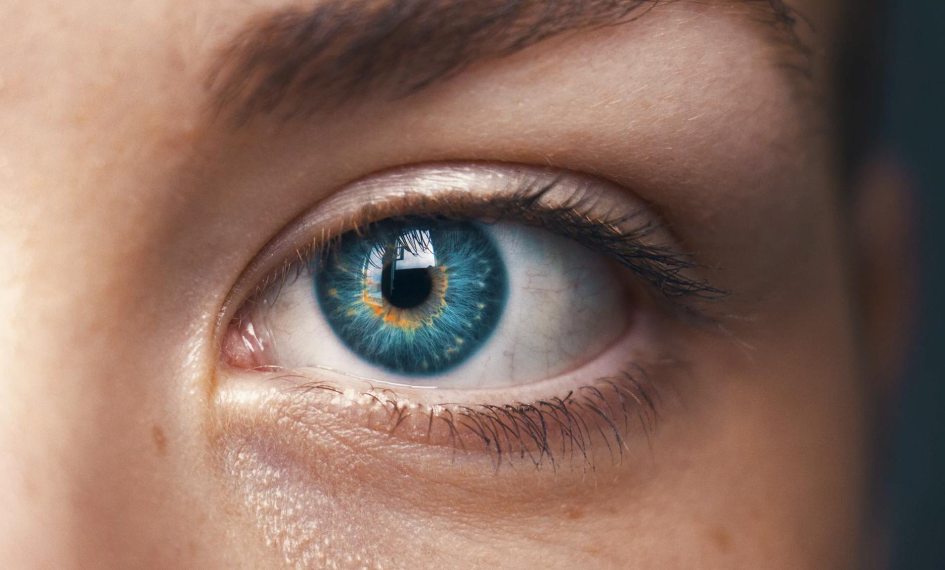 レーシックよりも上の視力矯正手術ICLとは?費用やリスクも解説
